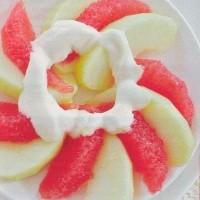 Grapefruit en appel met honingdressing