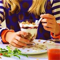 Yoghurt-cranberrytrifle met cruesli
